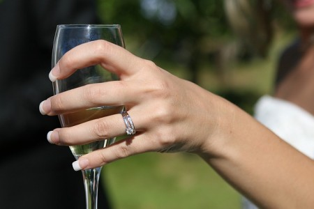 The complete list of wedding anniversary gifts: from year 1 to 100