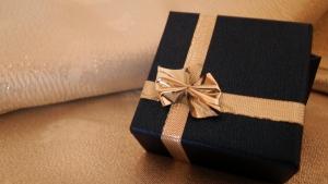 gift-1416350-m
